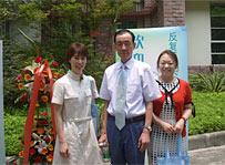 学会会場にて (左から久保島,邢先生,杉岡)