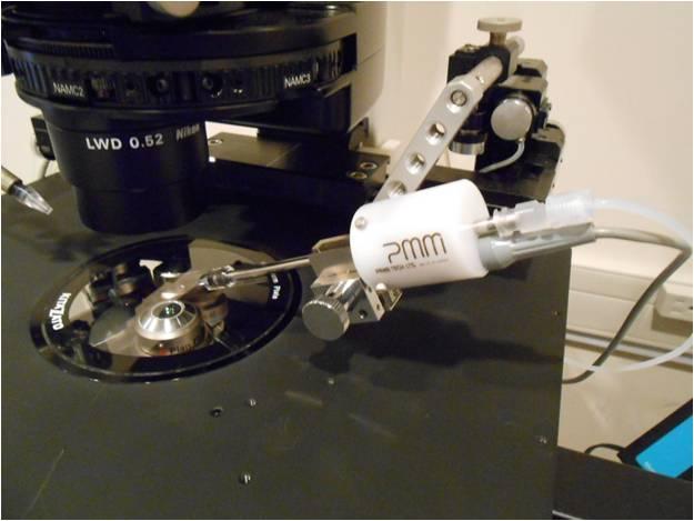 Piezo-ICSIを行う機器